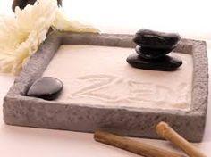 mini-zen garten mit blauem deko-sand befüllt | basteln | pinterest, Garten und Bauen