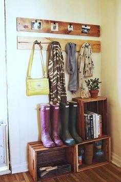 Foto: Garderobe aus Obstkisten für den Flur. Veröffentlicht von Hobby auf Spaaz.de