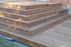 **4. TRIN OG TRAPPER** binder terrassen sammen med huset og haven. Men de kan bruges til meget mere. Oven i den praktiske funktion vil trinnene altid bryde den enformige flade.