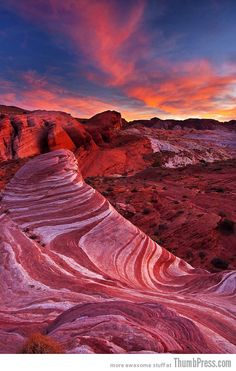 Valley of Fire, Nevada - only 55 miles from the Las Vegas strip! I would definitely take a day road trip to check out the Valley of Fire. Looks so beautiful! #ExpediaThePlanetD