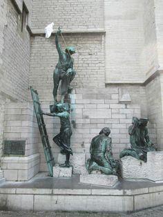 Памятник, посвященный строителям Кафедрального Собора в Антверпене