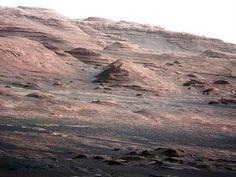 Mount Sharp - Montanha situada no centro de uma cratera, é o alvo principal da missão que engloba o Curiosity. O monte tem 5,5 km de altura, por isso espera-se que o robô demore pelo menos um ano até conseguir chegar do outro lado.