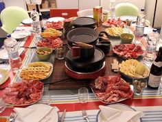 Getting ready for a raclette party. A Raclette Party is an interactive, fun, budget friendly and scrumptious way to spend an evening with your nearest and dearest Fondue Raclette, Raclette Party, Raclette Cheese, Raclette Recipes, Fondue Party, Grilling Recipes, Wine Recipes, Cooking Recipes, Food Presentation