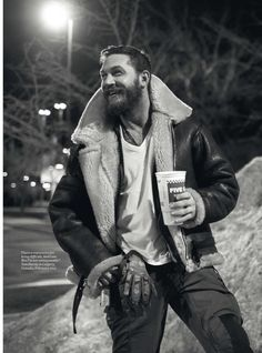Men Clothing Tom Hardy wearing his Bane jacket and holding a five guys cup. This may very well be the greatest image on earth. 😂 Men Clothing Source : Tom Hardy wearing his Bane Bane Jacket, Tom Hardy Variations, Greg Williams, Esquire Uk, Style Masculin, Neue Outfits, Beautiful Men, Sexy Men, Toms