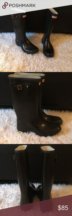 Hunter original Tall Gloss hunter boots. Sz11 these were a store display for Nordstrom so they do show a bit of wear from light sampling. Which is why I am listing as pre-loved instead on new.Size 11. No tags no box. These are the tall gloss in black. Retail for $160. Offers accepted through OFFER BUTTON ONLY 👇🏾 Hunter Boots Shoes Winter & Rain Boots