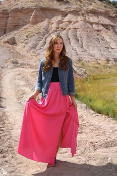 Cute casual summer outfit with a pink maxi skirt, black t-shirt, jean jacket and sandals for a comfortable spring outfit that is perfect for any fashion lover.  Featured on Dresses And Denim fashion blog here: http://www.dressesanddenim.com/windy-day-in-ojo-caliente/