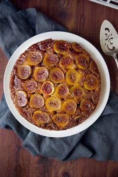 Caramelized Fig Upside Down Cake: sticky caramelized figs baked into a luscious orange-scented cake Fig Recipes, Gourmet Recipes, Sweet Recipes, Dessert Recipes, Cooking Recipes, Cake Recipes, Gourmet Foods, Burger Recipes, Cooking Tips