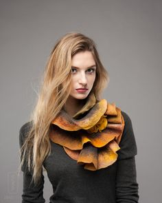 Scarf felt - Ruffled wavy collar - Warm colors mix - Soft merino wool - Gift under 50