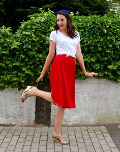 Pleated red skirt, knotted white tee, and blue bandana for Independence Day on Countdown to Friday