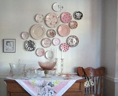 New Ideas for kitchen wall display ideas hanging plates Hanging Plates, Plates On Wall, Plate Wall Decor, Diy Hanging, Plate Display, Vintage Shabby Chic, Vintage Decor, Vintage Display, Vintage Diy