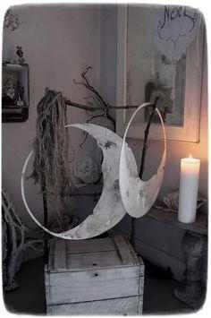 Meas Vintage, Crown Decor, Room For Improvement, Paper Mache Crafts, Shabby Look, Wire Art, Art Decor, Home Decor, Decoration