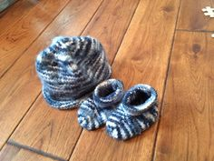 Knit booties and baby hat