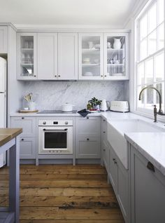 The latest project from @deanneanddarrenjolly  was their home in Sorrento, Victoria. This beautiful kitchen uses Carrara Marble, expertly installed by @stonelux_au , and can be seen in this month's @insideoutmag  #cdkstone #carrara #carraramarble #naturalstone #naturalbeauty #naturesmasterpiece #designinspiration #designstyle