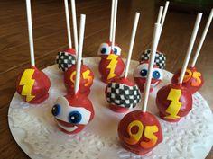 Cars Cake Pops #cars #disney #cakepops #cakeonsunday #lightningmcqueen #racecar #boysbirthday #birthday #cake #dessert #checkeredflag