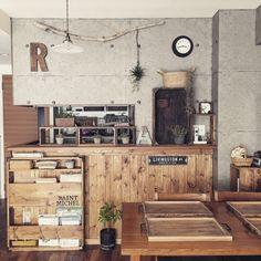 malco-yanさんの、リビング,ダイニングテーブル,unico,クッションフロア,壁紙屋本舗,いなざうるす屋さん,板壁DIY,本棚DIY,コンクリート風壁紙,workshop,インスタ→malco_yan,DIY FACTORY STUDIY,なんばパークス,のお部屋写真