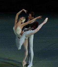 Anastasia Kolegova and Evgeny Ivanchenko in 'Swan lake' at Mariinsky Theatre. Photos copyright Zhanna Chul