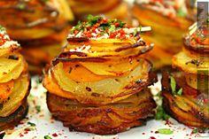 Cartofi etajati cu parmezan la cuptor - Adygio Kitchen #adygio #aperitive Parmezan, Salmon Burgers, Starters, Baked Potato, Potatoes, Thanksgiving, Baking, Ethnic Recipes, Food