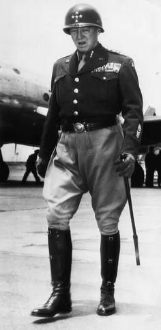 """George Smith Patton, Jr. Conocido como """"el viejo sangre y agallas"""" por su ferocidad y aguerrida actitud, considerado maestro en tácticas militares, fue un general del Ejército de los Estados Unidos, al que más temieron los alemanes,durante la Segunda Guerra Mundial."""