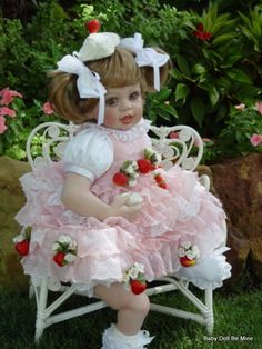 Retired Fayzah Spanos Stawberry Sweet 26 Inch Vinyl doll Golden Brown Eyes Blond #FayzahSpanos #Dolls