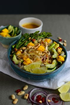 Vegan rice noodle salad with mango, green asparagus, cucumber and peanut sauce!
