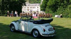 Dieser VW Käfer Cabrio (BJ 1967) in weiß kann bei der Vermietung Schratzenthaller (oldtimer-verleih.at) aus Wien angemietet werden.