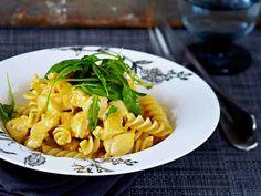 Broileri-päärynäpasta Kermit, Piece Of Cakes, Nom Nom, Curry, Pasta, Food And Drink, Cooking, Ethnic Recipes, Koti
