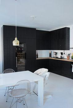 keittiö,remontti,remontointi,musta keittiö,musta sisustus