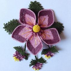 This Pin was discovered by Kad Beaded Flowers, Diy Flowers, Crochet Flowers, Diy Lace Earrings, Crochet Earrings, Hand Embroidery Patterns, Baby Knitting Patterns, Thread Art, Point Lace