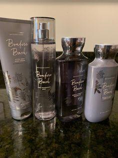 Bath & Body Works, Bath And Body Works Perfume, Parfum Victoria's Secret, Victoria Secret Body Spray, Victoria Secret Fragrances, Perfume Scents, Tips Belleza, Smell Good, Body Wash
