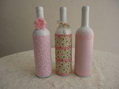 Objeto decorativo podendo ser utilizado como vaso solitário. Ideal para ambientes femininos.    obs: preço é unitário    Técnica: decoupage de tecido R$ 25,92