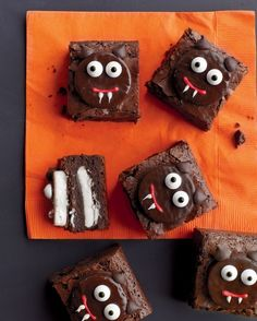 How to make these Chocolate Peppermint Scaredy-Cat Brownies. (We might just use the eyes of the rest feels like a lot of detail work.)