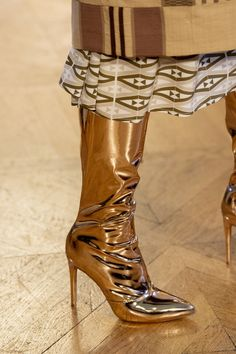 Jan 2020 - Imane Ayissi at Couture Spring 2020 - Details Runway Photos Fashion Week, Fashion 2020, Women's Fashion, Stylish Winter Boots, Edgy Shoes, Foot Socks, Sexy Boots, Women's Boots, Metallic Shoes