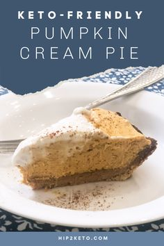 This low carb pumpkin cream pie is what keto dreams are made of! It's a perfect dessert for Thanksgiving to keep your carbs in check! #dessert #pumpkinpie  #lowcarb #keto #thanksgiving