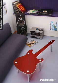 Mesinha de centro personalizada em forma de guitarra!