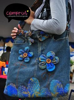 another recycled jeans bag that i made, and for me this is my fav so far. try to match the old jeans with batik and then, voila: sorry. Artisanats Denim, Denim Purse, Denim Skirt, Jeans Recycling, Recycle Jeans, Jean Crafts, Denim Crafts, Patchwork Bags, Quilted Bag