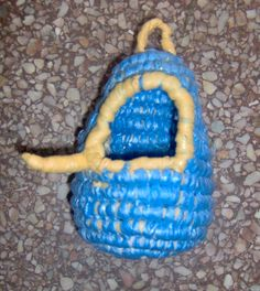Crochet a little bird house in your...with recycled plastic bags!