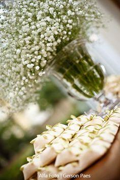 Mosquitinho na decoração da mesa de doces do casamento. Foto: Alfa Foto.