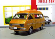 Tomica Limited Vintage Neo: Daihatsu Delta Wide Wagon + Toyota Townace Hi-Roof Wagon Daihatsu, Diecast Model Cars, Expensive Cars, Diorama, Hot Wheels, Toyota, Van, Dreams, Vintage