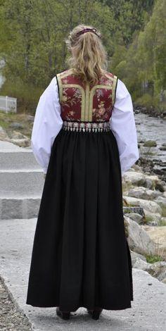 Folk Costume, Costumes, Amazing People, Norway, Scandinavian, Bohemian, Victorian, Traditional, Dresses