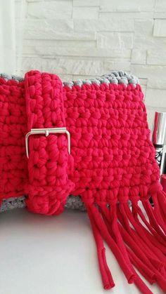 Pochette porta trucchi all'uncinetto fatto a mano pescara Crochet #uncinetto  @nalicreazioni FB instsgram