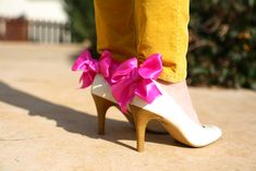 Caught On A Whim: DIY: Bow Shoe Clips