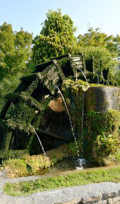 Mounlin à eau à l'Isle sur la Sorgue - Water mill in Isle sur la Sorgue