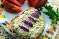 A végeredmény minden várakozásomat fölülmúlta. Isteni! :)Pirítósra kenve finom szendvicskrém, de akár sült húsok mellé is kínálhatjuk.Jó étvágyat hozzá! Hozzávalók: 60 dkg vastagabb cukkini, 2[...] Diabetic Recipes, Diet Recipes, Vegan Recipes, Snack Recipes, Snacks, Sandwich Cream, Hungarian Recipes, No Bake Cake, Vegan Vegetarian