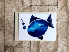Postkarte mit Fischmotiv , liebevoll gestaltet mit Aquarellfarben. Im Shop findet Ihr das passende Poster und es gibt die Postkarte auch im Set mit anderen tollen maritimen Motiven!...