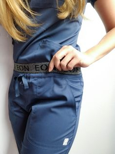 We love to show off the details of our EON waistband scrub pant. With seven total pockets this pant is build to be as functional as it is stylish. The sporty waistband feels like athletic wear, while Scrubs Outfit, Scrubs Uniform, Cute Scrubs, Navy Scrubs, Lip Scrubs, Sugar Scrubs, Cute Nurse, Medical Scrubs, Nursing Scrubs
