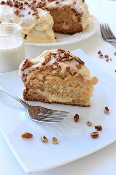 Gâteau à l'érable et son glaçage à l'érable No Egg Desserts, Delicious Desserts, Sweet Recipes, Cake Recipes, Dessert Recipes, Glaze For Cake, Bon Dessert, Gluten Free Cakes, Vegan Cake