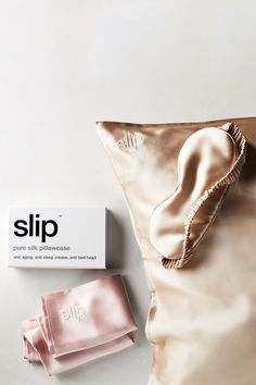 Slip Silk Pillowcase These things are no lie. better for your hair and skin than cotton pillow cases and SLIP are by far the best brand that Ive come across! Pillowcase Dresses, Pijamas Women, Mulberry Silk, Sleep Mask, Hair Hacks, Hair Tips, Hair Ideas, Pillow Cases, Ladies Day