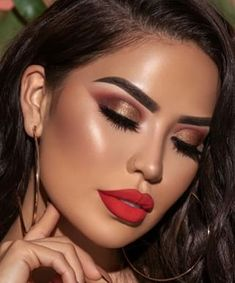 Make Up; Make Up Looks; Make Up Augen; Make Up Prom;Make Up Face; Smokey Eye Makeup Look, Red Lip Makeup, Cute Makeup, Glam Makeup, Gorgeous Makeup, Makeup Inspo, Makeup Inspiration, Makeup Ideas, Makeup For Red Dress