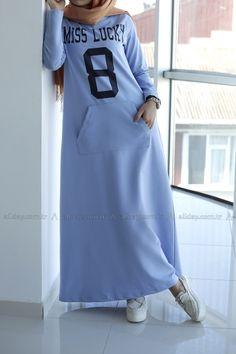 ALLDAY BEBE MAVİSİ ELBİSE - 044-1107 modelini incelemek için lütfen sayfamızı ziyaret ediniz. Islamic Fashion, Muslim Fashion, Modest Fashion, Fashion Dresses, Casual Hijab Outfit, Hijab Chic, Navy Floral Maxi Dress, Modele Hijab, Abaya Fashion