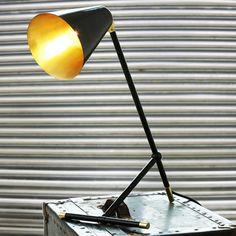 Lampada da tavolo fatta a mano in ottone SANTA CLARA MODERN INDUSTRIAL TABLE LAMP - Mullan Lighting